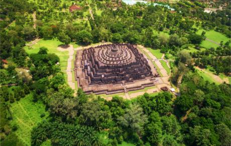 L'architecture sacrée : expression du mandala tridimensionnel qui sous-tend le monde de la nature et du cosmos