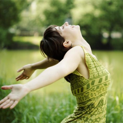 La source du bonheur : une connaissance de soi à travers la philosophie de la non-dualité issue du Yoga
